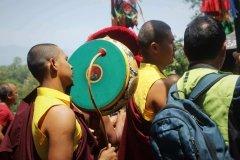 Mönch mit Trommel auf Festzug
