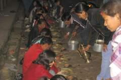 Erster Haarschnitt - Chudakarana - Festmahl findet auf der Straße statt