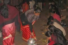Erster Haarschnitt - Chudakarana - Festmahl - Chang wird nachgefüllt