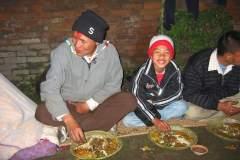Erster Haarschnitt - Chudakarana - Festmahl - Birajs Onkel und Cousin