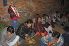 Erster Haarschnitt - Chudakarana - Festmahl - Biraj bei der Musik