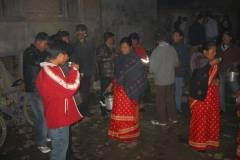 Erster Haarschnitt - Chudakarana - Festmahl - zum Abschluß ein Becher Tee oder Chang