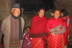 Erster Haarschnitt - Chudakarana - Festmahl - der Parton und Onkel mit zwei Tanten