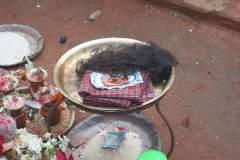 Erster Haarschnitt - Chudakarana - Opferteller mit den abgeschnittenen Haaren