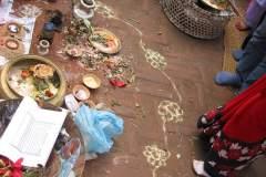 Erster Haarschnitt - Chudakarana -  Lotusblumen entsprechend der sieben Chakren