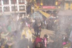 Lhosar (Tibetisches Neujahrsfest) - Festplatz im Rauch vom Räucherofen