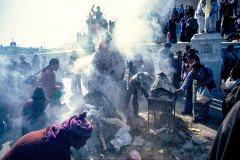 Räucherstelle in der Tempelanlage Boudhanat in Kathmandu