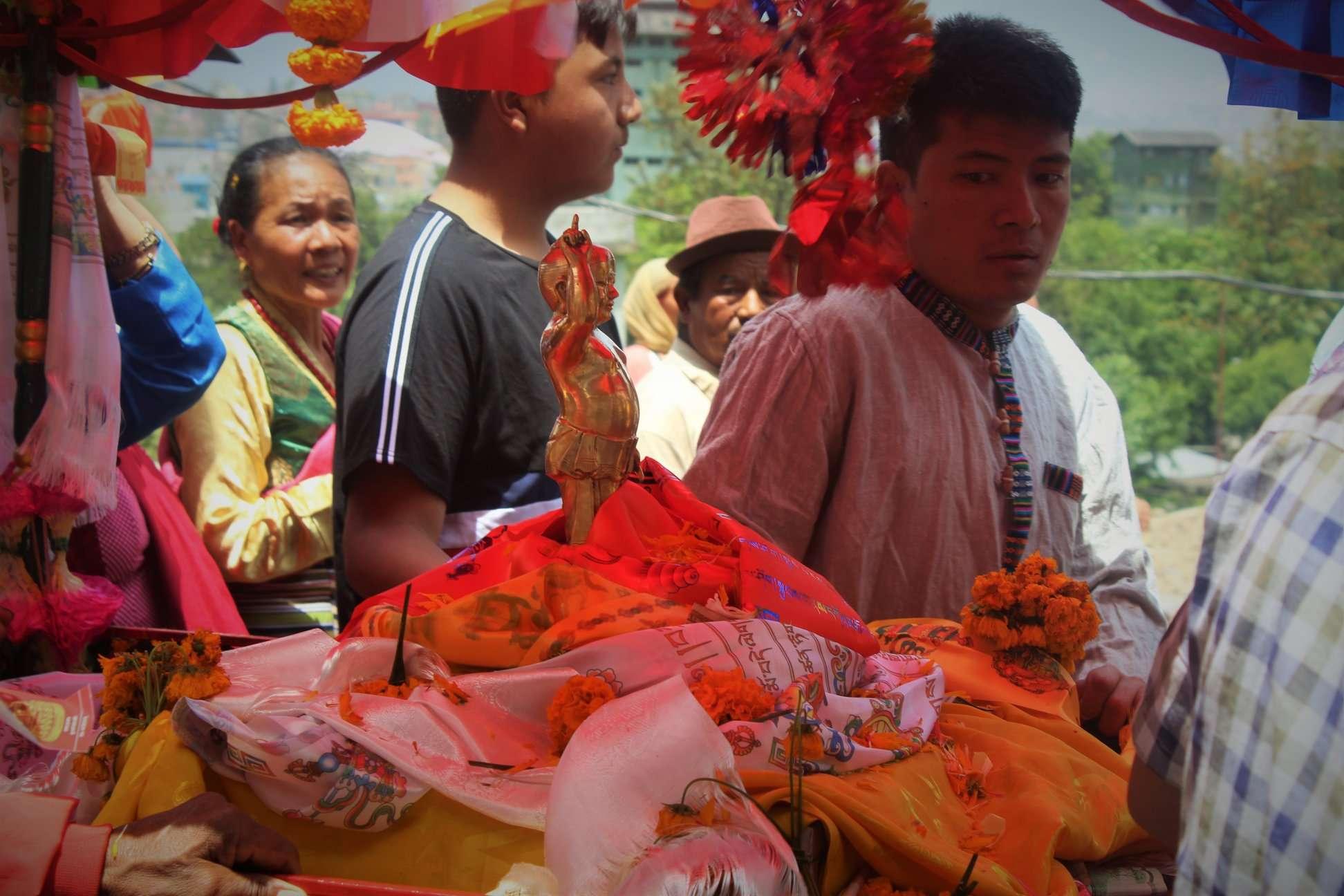 Buddha Child-Statue in Sänfte auf Jayanthi Festival in Kathmandu, 2019