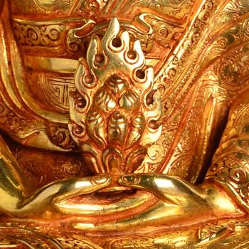 Gampopa Ausschnitt vom Schoß mit Juwel des Dharma