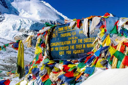 Gipfel Thorong La Gebetsfahnen